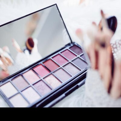 Your teen daughter & makeup: try mineral makeup